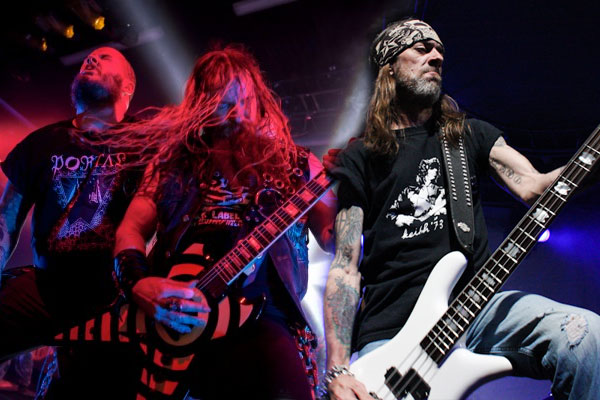 "ZAKK WYLDE, PHIL ANSELMO AND REX BROWN PERFORM PANTERA'S ""I'M BROKEN"" IN TEXAS!"